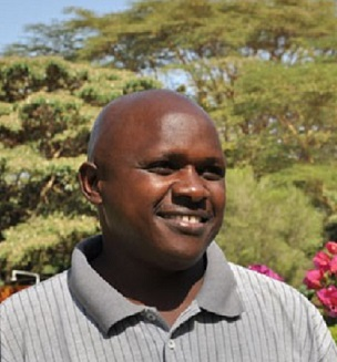 Charles Mbaabu - AV Language Teacher and Guide Kenya, Uganda and Tanzania