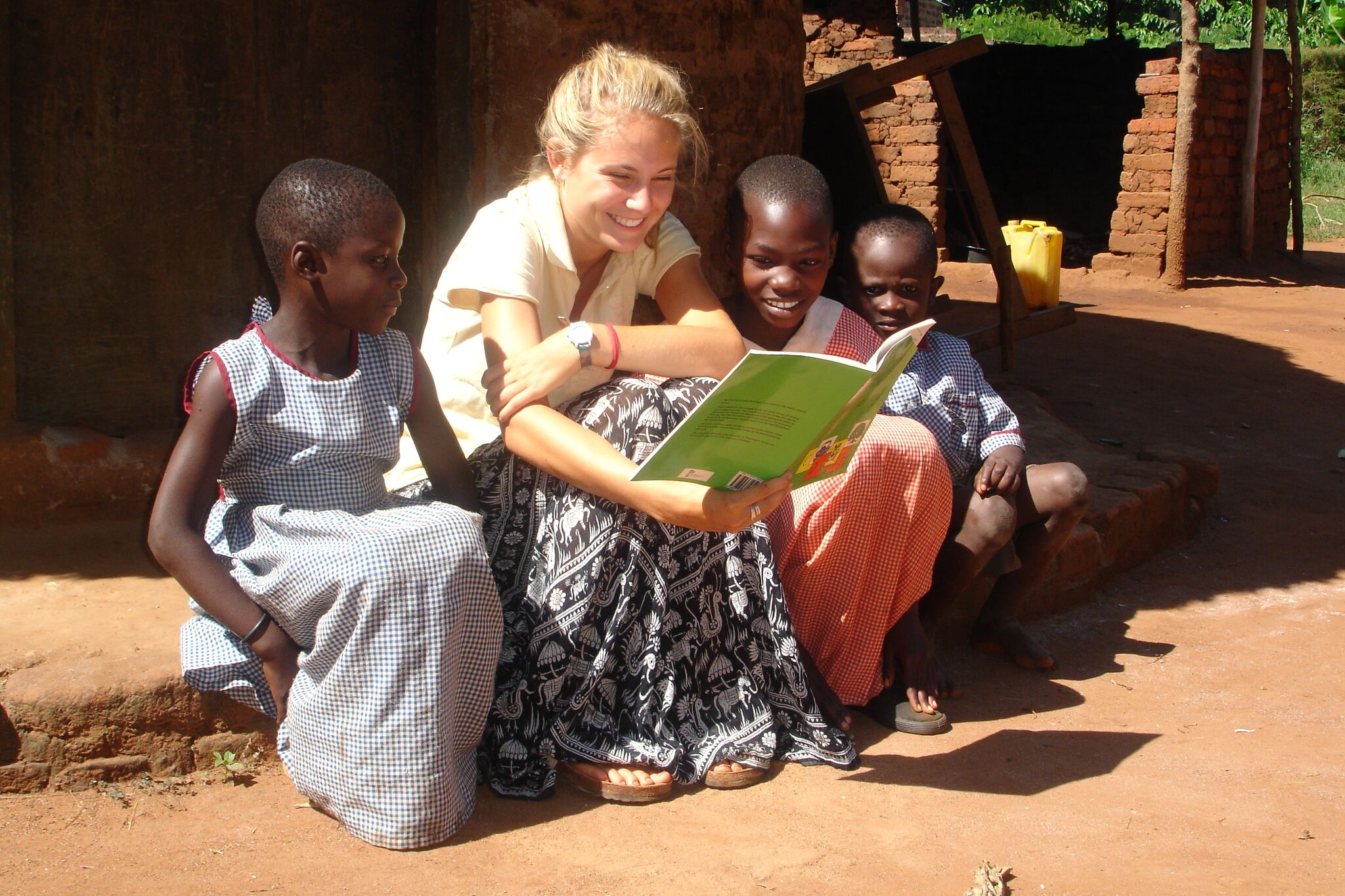 Volunteer reading to students on our Kenya Summer Programme
