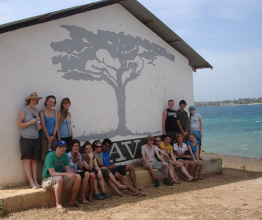 Summer volunteer abroad university students